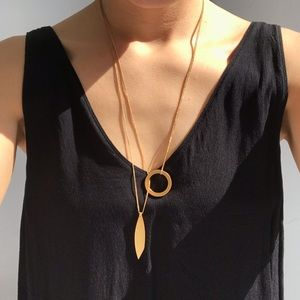 Madewell circle and leaf minimal gold necklace